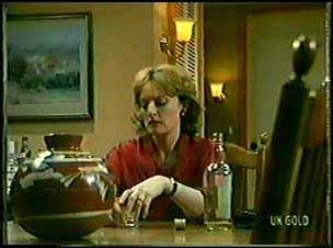 Loretta Martin in Neighbours Episode 0088