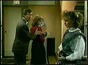 Philip Martin, Loretta Martin, Julie Robinson in Neighbours Episode 0088