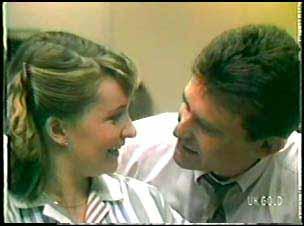 Julie Robinson, Des Clarke in Neighbours Episode 0089