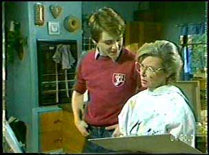 Scott Robinson, Helen Daniels in Neighbours Episode 0089