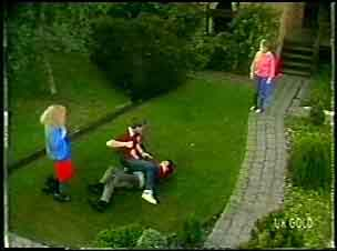 Wendy Gibson, Scott Robinson, Danny Ramsay, Daphne Lawrence in Neighbours Episode 0089
