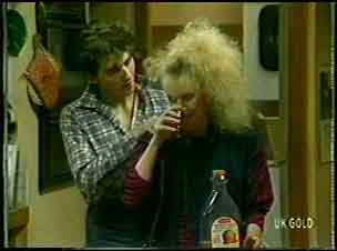 Danny Ramsay, Wendy Gibson in Neighbours Episode 0089