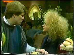 Scott Robinson, Wendy Gibson in Neighbours Episode 0089