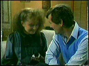 Julie Robinson, Philip Martin in Neighbours Episode 0089