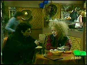 Tim, Wendy Gibson in Neighbours Episode 0089