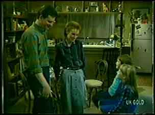 Des Clarke, Joan Langdon, Rodney Langdon, Susan Langdon in Neighbours Episode 0090
