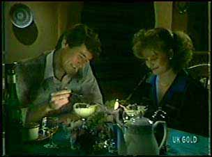 Philip Martin, Julie Robinson in Neighbours Episode 0090