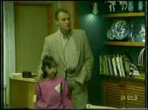 Lucy Robinson, Jim Robinson in Neighbours Episode 0092
