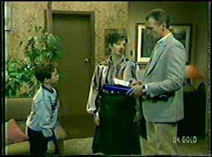 Bernie Sutton, Jan Sutton, Jim Robinson in Neighbours Episode 0092