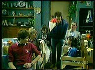 Scott Robinson, Helen Daniels, Julie Robinson, Paul Robinson, Jim Robinson, Lucy Robinson in Neighbours Episode 0092