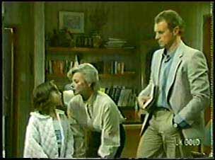 Lucy Robinson, Helen Daniels, Jim Robinson in Neighbours Episode 0094