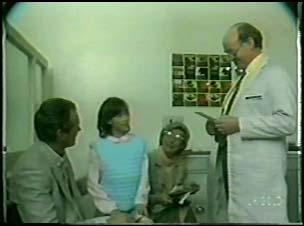 Jim Robinson, Lucy Robinson, Helen Daniels, Optician in Neighbours Episode 0095