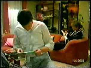 Des Clarke, Daphne Lawrence in Neighbours Episode 0096