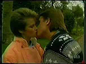 Daphne Lawrence, Shane Ramsay in Neighbours Episode 0104