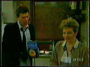 Des Clarke, Eileen Clarke in Neighbours Episode 0104