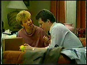 Eileen Clarke, Des Clarke in Neighbours Episode 0105