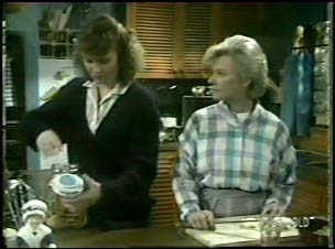 Julie Robinson, Helen Daniels in Neighbours Episode 0106