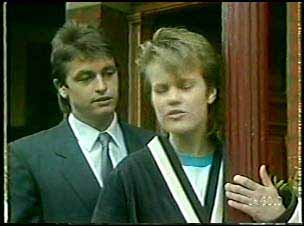 Shane Ramsay, Daphne Lawrence in Neighbours Episode 0110