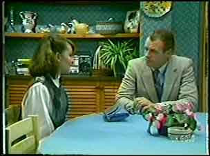 Julie Robinson, Jim Robinson in Neighbours Episode 0111