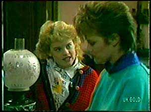 Rachel Burns, Daphne Lawrence in Neighbours Episode 0112