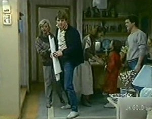 Helen Daniels, Scott Robinson, Julie Robinson, Lucy Robinson, Paul Robinson in Neighbours Episode 0113