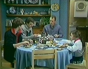 Scott Robinson, Paul Robinson, Jim Robinson, Lucy Robinson in Neighbours Episode 0113
