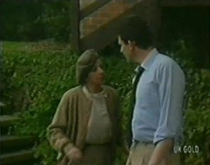 Eileen Clarke, Des Clarke in Neighbours Episode 0113