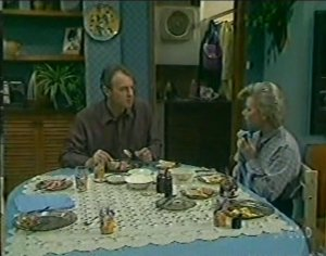 Jim Robinson, Helen Daniels in Neighbours Episode 0116