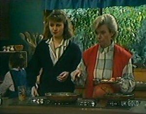 Julie Robinson, Helen Daniels in Neighbours Episode 0116