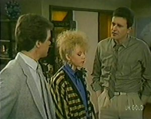 Paul Robinson, Terry Inglis, Des Clarke in Neighbours Episode 0117