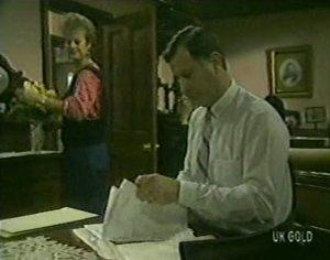 Daphne Clarke, Ian Burns in Neighbours Episode 0117