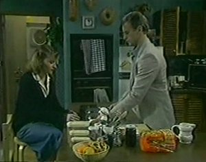 Julie Robinson, Jim Robinson in Neighbours Episode 0117