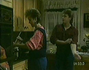 Daphne Clarke, Shane Ramsay in Neighbours Episode 0117