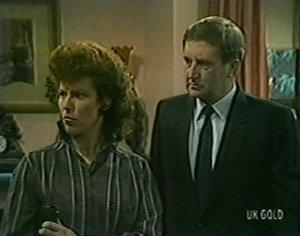 Margaret Burns, Ian Burns in Neighbours Episode 0117