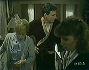 Eileen Clarke, Des Clarke, Julie Robinson in Neighbours Episode 0119