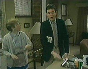 Eileen Clarke, Des Clarke in Neighbours Episode 0120