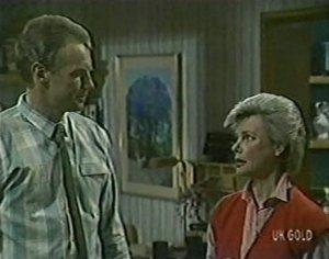 Jim Robinson, Helen Daniels in Neighbours Episode 0120