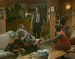 Helen Daniels, Jim Robinson, Max Ramsay, Maria Ramsay, Richard Morrison in Neighbours Episode 0120