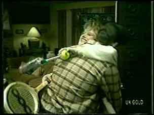 Daphne Clarke, Des Clarke in Neighbours Episode 0121