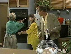 Helen Daniels, Nikki Dennison, Jim Robinson in Neighbours Episode 0233