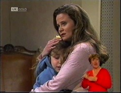 Hannah Martin, Julie Robinson in Neighbours Episode 1989