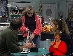 Philip Martin, Debbie Martin, Beth Brennan in Neighbours Episode 1989