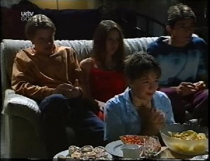 Tad Reeves, Jade Cleary, Allie Bentley, Paul McClain in Neighbours Episode 3252