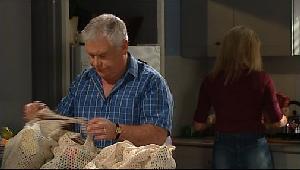 Lou Carpenter, Trixie Tucker in Neighbours Episode 4406