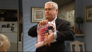 Lou Carpenter in Neighbours Episode 4407