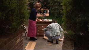 Lyn Scully, Joe Scully in Neighbours Episode 4409