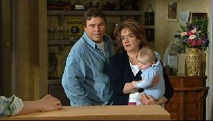 Joe Scully, Lyn Scully, Oscar Scully in Neighbours Episode 4409