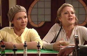 Steph Scully, Izzy Hoyland in Neighbours Episode 4410