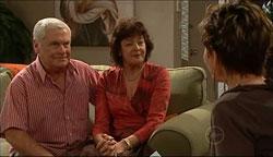 Lou Carpenter, Mishka Schneiderova, Susan Kennedy in Neighbours Episode 5100