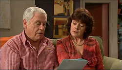 Lou Carpenter, Mishka Schneiderova in Neighbours Episode 5100